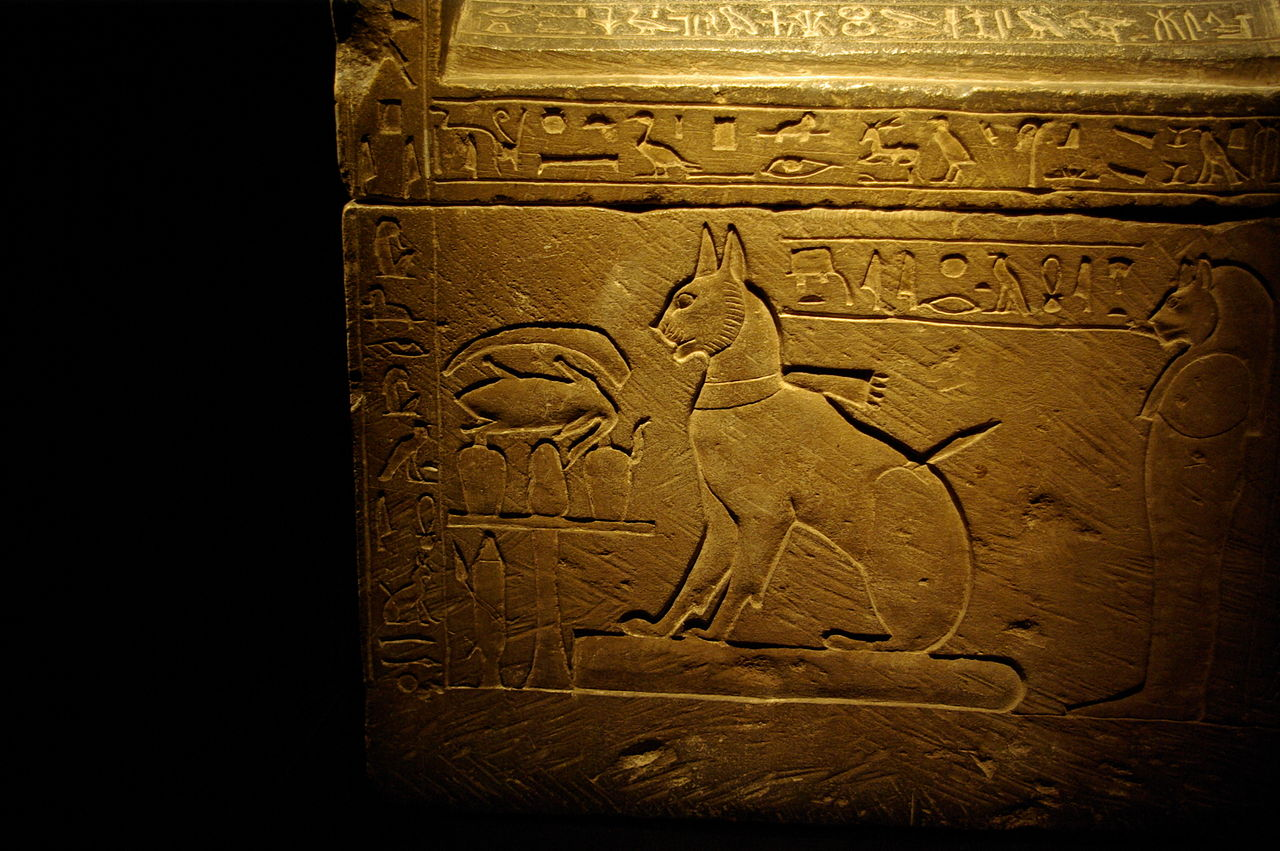 1280px-sarcophagus_of_prince_thutmoses_cat_by_madam_rafaele