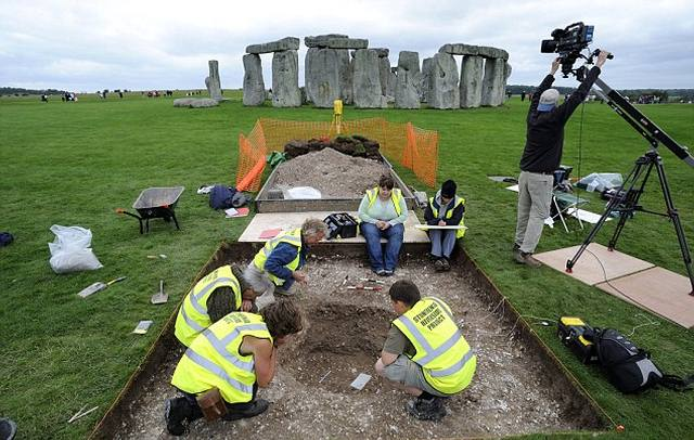stonehenge-excavations2016