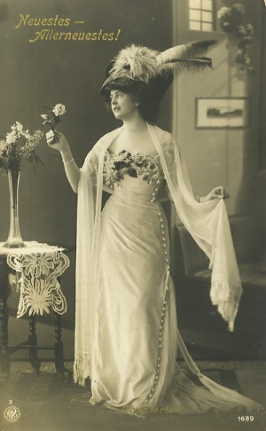 1910s-dress-gown-hat-300x486